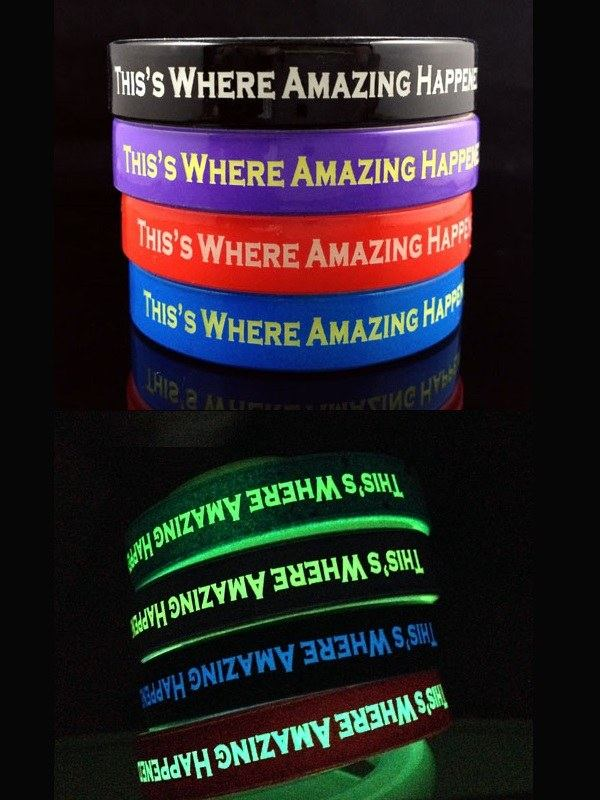 Reklamní silikonové náramky se svítícím textem