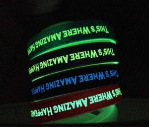 Reklamní silikonové náramky - svítící text