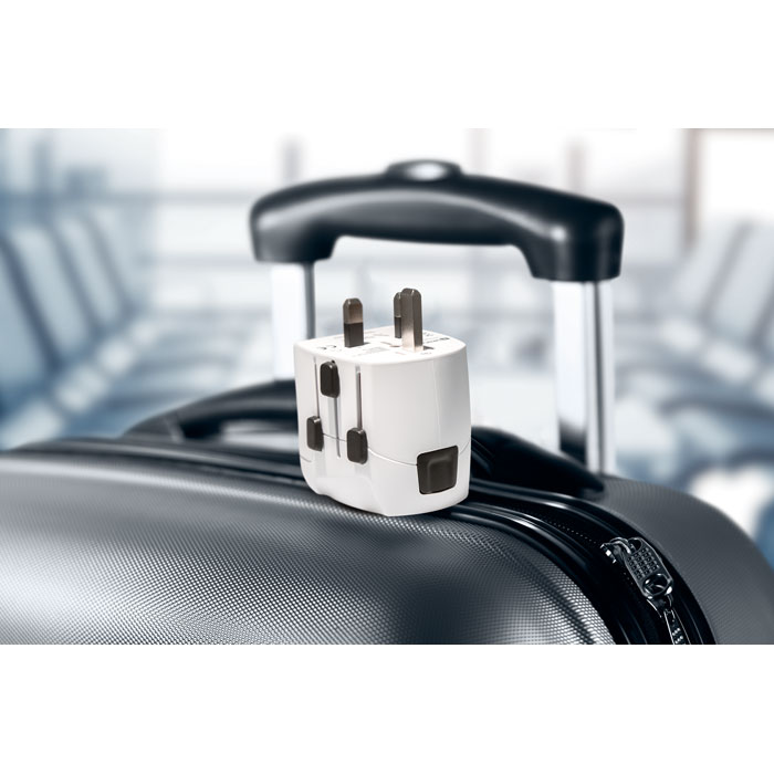 Cestovní adaptér